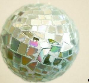 Как сделать диско шар своими руками из дисков