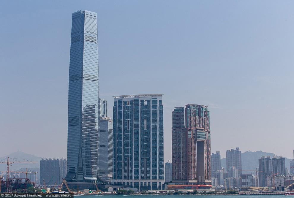Гонконг ночью и днем с высоты небоскреба