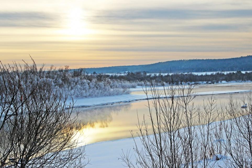 Красноярский край, река Кан. Лимонный цвет заката.