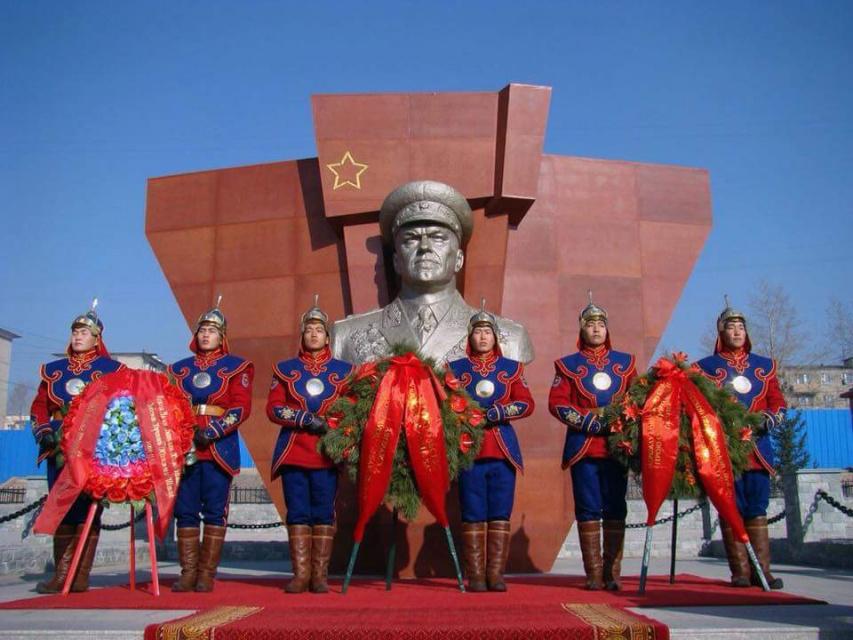 Памятник Жукову