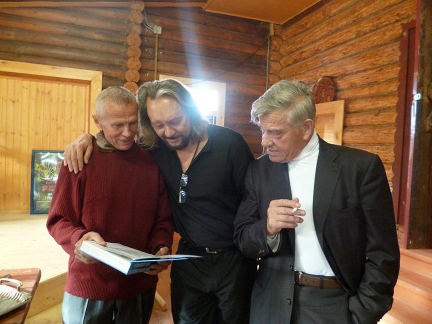 На дне рождения у Виталия Сундакова
