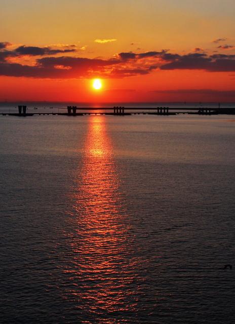 Закат на заливе ...