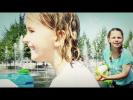 Видео для детей: Москва для детей. Лучшие подружки купаются в фонтанах! Настя и Ко.