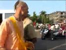 Жесткая драка кришнаитов с индусами на их родине.mp4