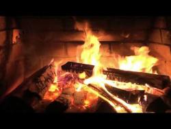 1 час идеального Рождественного Камина в Full HD(1080p) качестве, с совершенным треском. :)