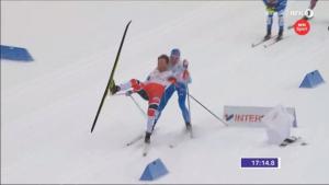 Лыжники упали почти на финише