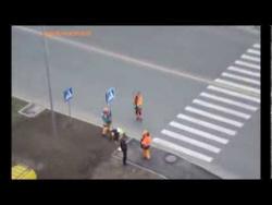 Дорожные знаки в двойном экземпляре  Калининград