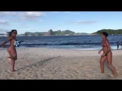 Такое возможно только на пляжах в Бразилии!!!