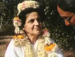Ma Anandamayi  vidéo 1959 par arnaud desjardins