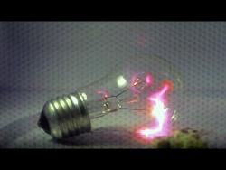 Что происходит внутри СВЧ-печи (скоростная съемка, slow motion)