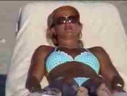 Молоденькая Бритни Спирс (Britney Spears) зажигает на пляже