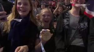 Британский пловец подарил свою золотую медаль неизвестной девочке