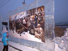 На набережной -выставка картин