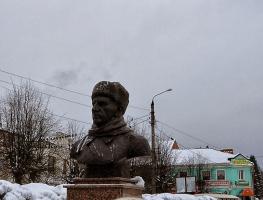"""На этом памятнике написано """"Генералу Ефремову, не предавшему ни Родину, ни солдат"""". Вопрос - почему фашисты похоронили его с воинскими почестями и почему звание Героя ему присвоили только в 90-х годах?"""