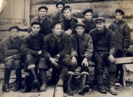 Молодёжная бригада плотников