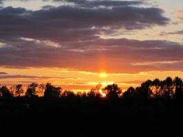 Майский закат. Солнце отраженное в облаке.