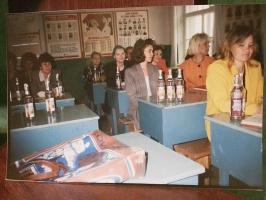 Выдача зарплаты водкой учителям перед педсоветом, 1997–й год
