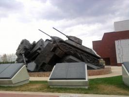 Памятник на Прохоровском поле ТАРАН