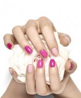 Когда впервые стали красить ногти лаком?