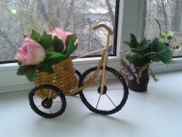 велосипед с корзинкой роз