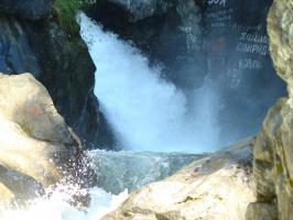 Водопад на горной р. Кынгарга. Бурятия.