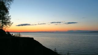 Волжский берег на закате. Холодный вечер 11 мая. Всего +2...
