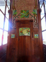 В каком городе Европы и в каком месте есть такое мозаичное панно и что оно означает? (+ 1 снимок)