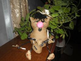 Кот с гитарой.