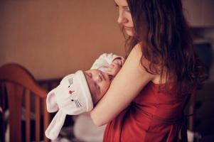 Сердцу материнскому не унять тревогу.