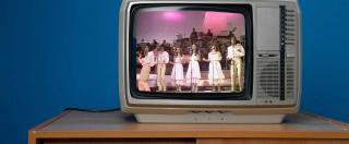 В какой стране в своё время существовал запрет на цветное телевидение и почему?