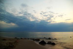 Море... оно всегда разное.