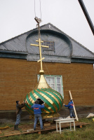Монтаж креста на куполе
