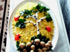 Салат с крабовыми палочками.