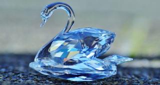 Кто и как делает из стекла алмазы?))))