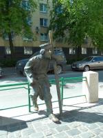 Кому и где поставлен этот памятник?