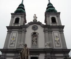 В каком стиле построена эта церковь?