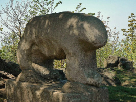 Медведь — древний идол на горе Шлежа.
