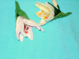 Лилии из шерсти