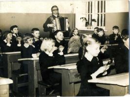 На уроке музыки. 70-е года.
