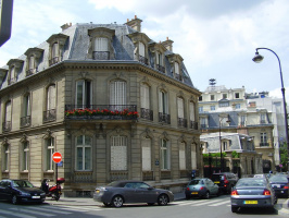Один из Парижских домиков