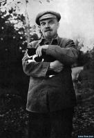 В.И.Ленин на прогулке в Горках, август-сентябрь 1922 года.