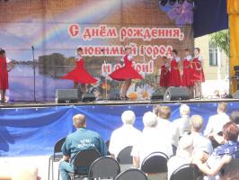 Русский танец в сарафанах.