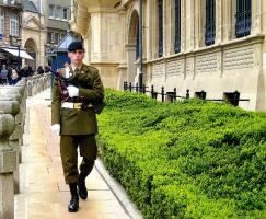 Люксембург, охрана резиденции Великого Герцога.