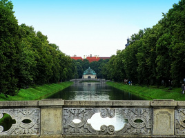 Вид с моста на канал напротив Нимфенбургского дворца (Мюнхен)