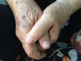 руки бабушки
