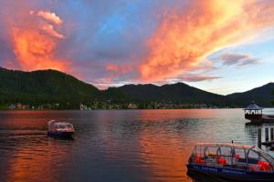 Закат над Телецким озером