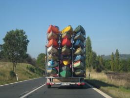 """А ты сможешь перевезти вот столько лодок в прицепе - и чтоб """"гаера"""" не остановили?"""