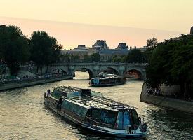 Водная прогулка по вечернем Парижу