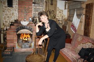 Ирина Непогодова на ужине в Белорусской избе-харчевне