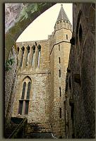 Сквозь старинную арку (аббатство Мон-Сен-Мишель)